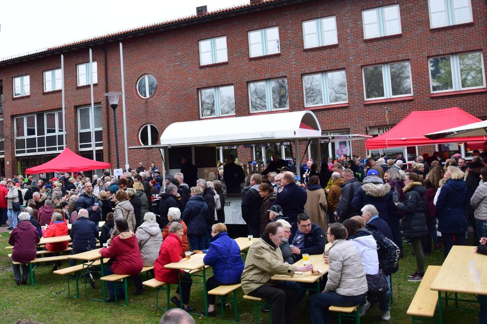 9 Maibaumfest Der Freiwilligen Feuerwehr Wentorf Bei Hamburg Wird